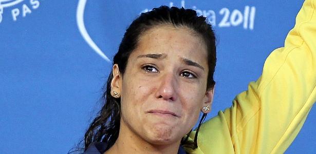 joanna-maranhao-chora-no-podio-apos-ficar-com-a-medalha-de-prata-nos-400m-medley-dos-jogos-pan-americanos-de-guadalajara-15102011-1318730709470_615x300